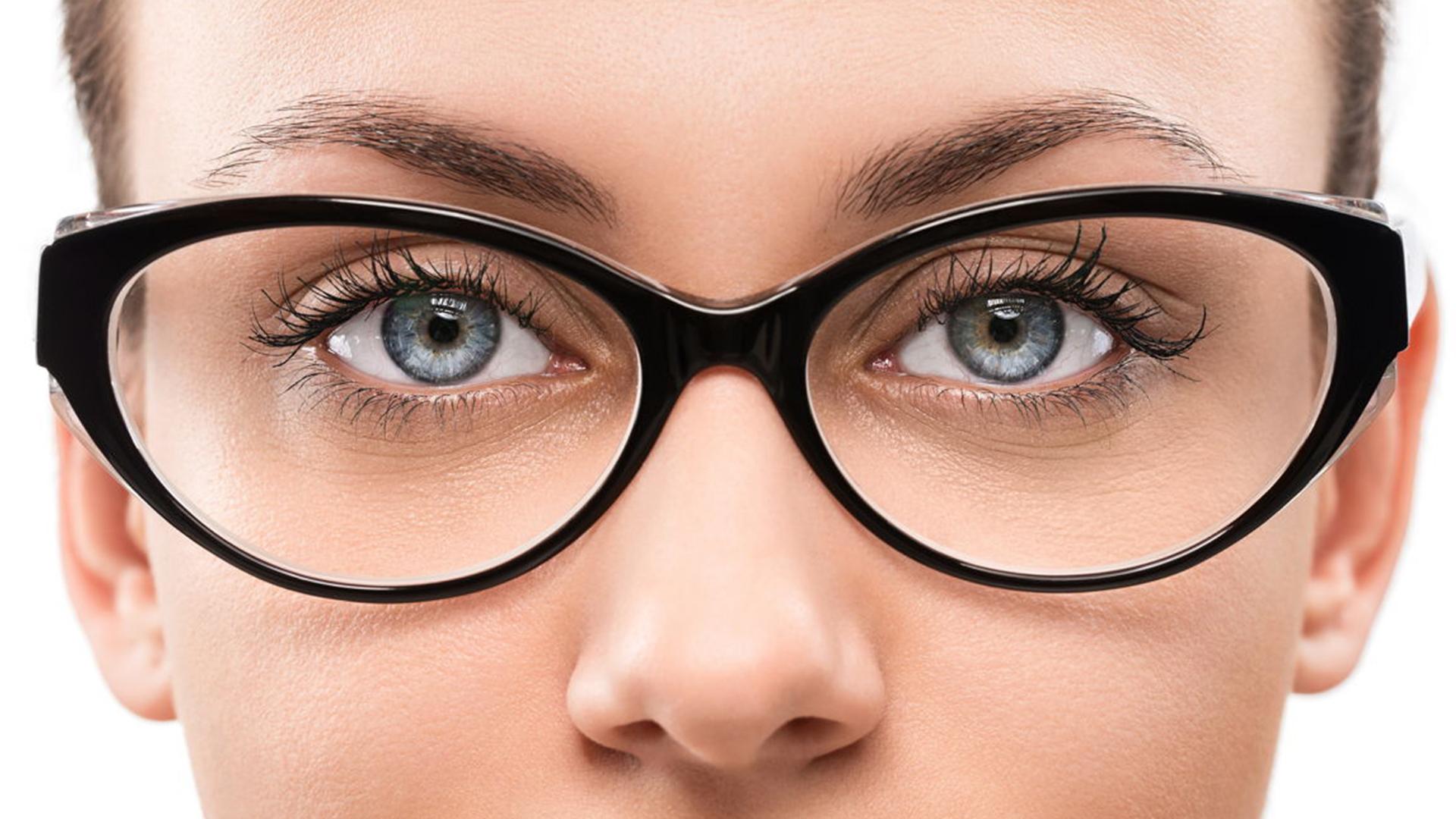تاثیر شکل ابرو و رنگ صورت بر انتخاب رنگ عینک