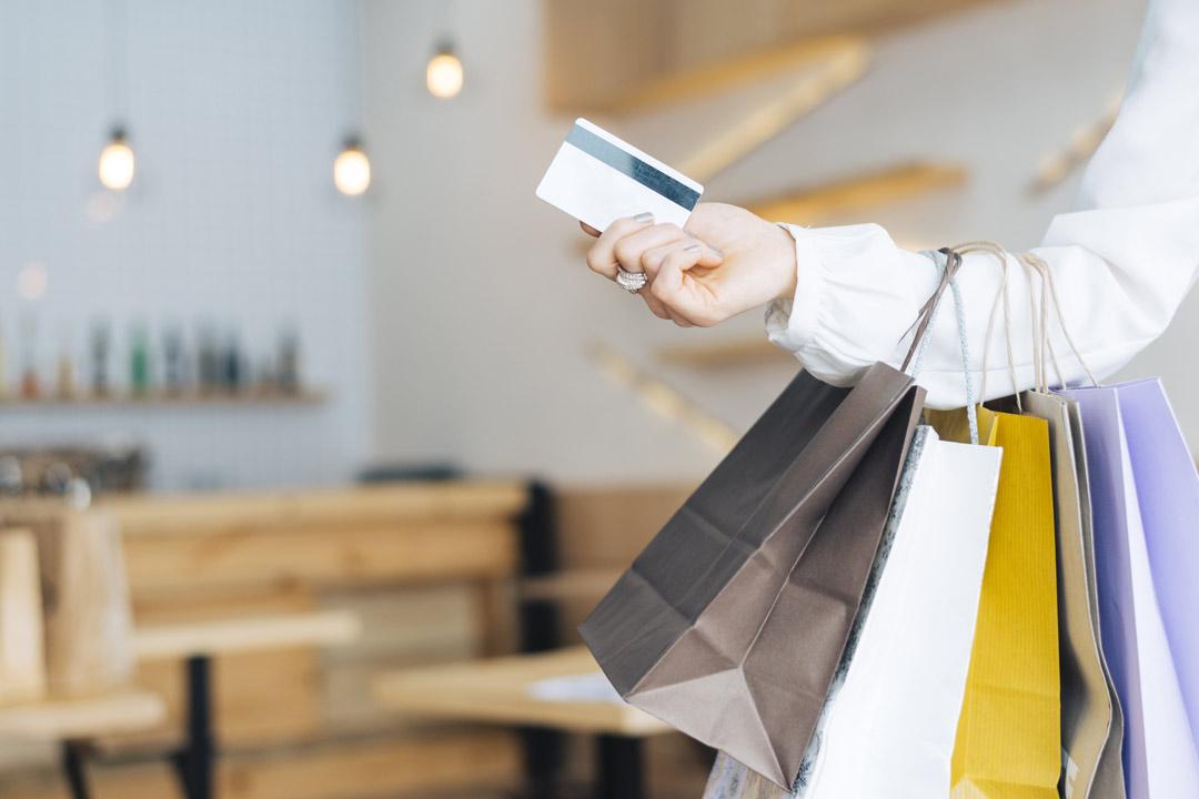 خریداقساطی عینک از اپتیک وحدت با کارت های آسان خرید