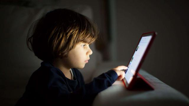 مضرات استفاده از وسایل دیجیتال برای کودکان