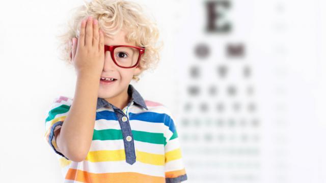 چهار علامت پنهان بینایی در کودکان