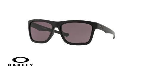 عینک آفتابی اوکلی - با عدسی های پریزم از داخل خاکستری از بیرون جیوه ای بدنه مشکی - ویژه فروش آنلاین - زاویه سه رخ