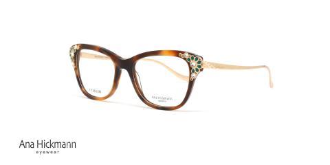 عینک طبی آناهیکمن - سری تولید محدود limited Edition - بدنه قهوه ای نگین کاری سبز - عکاسی وحدت - زاویه سه رخ