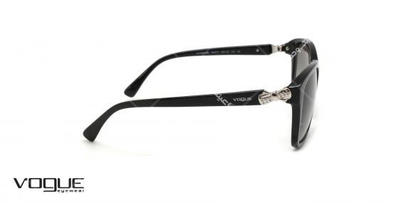 عینک آفتابی مربعی وگ - VOGUE VO5093-SB - عکاسی وحدت -رنگ عدسی و فریم مشکی- عکس زاویه کنار