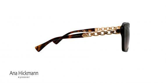 عینک آفتابی مستطیل شکل آنا هیکمن - دسته طلایی طرح زنجیری - بدنه کائوچویی قهوه ای هاوانا - عدسی قهوه ای طیف دار - عکاسی وحدت - زاویه کنار