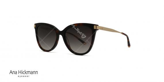 عینک آفتابی طرح گربه ای آنا هیکمن - دسته طلایی بدنه جلو کائوچویی قهوه ای هاوانا - عدسی دودی طیف دار - عکاسی وحدت - زاویه سه رخ